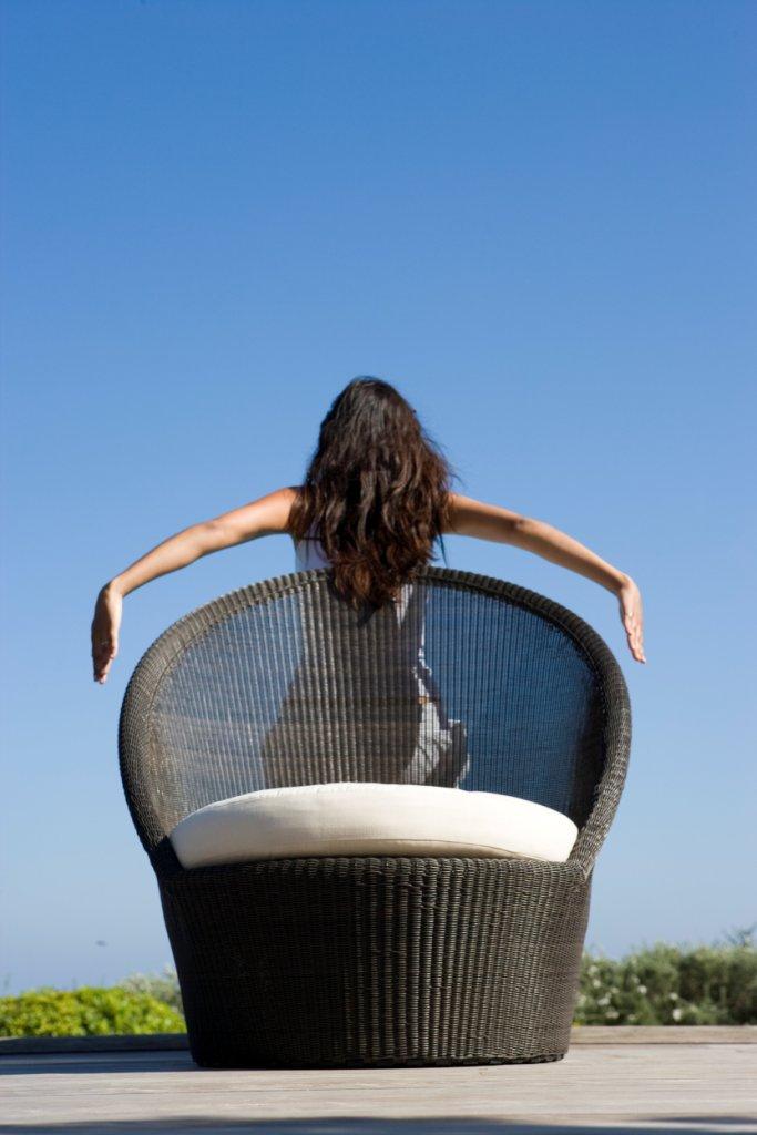 Wygodny fotel ogrodowy Kingston Sunchair Designed by Foersom & Hiort