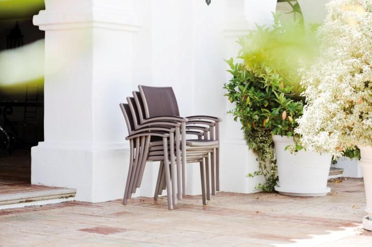 Krzesła sztaplowane. Kolekcja MILANO. STERN