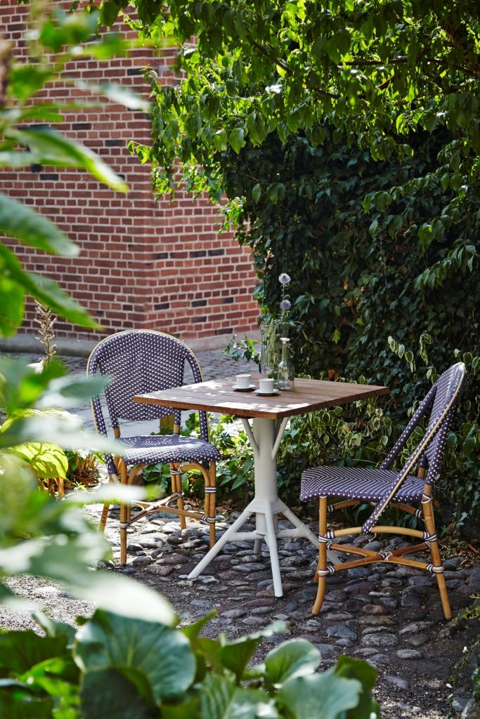 Sofie chair in plum color and Nicole table from Sika-desig