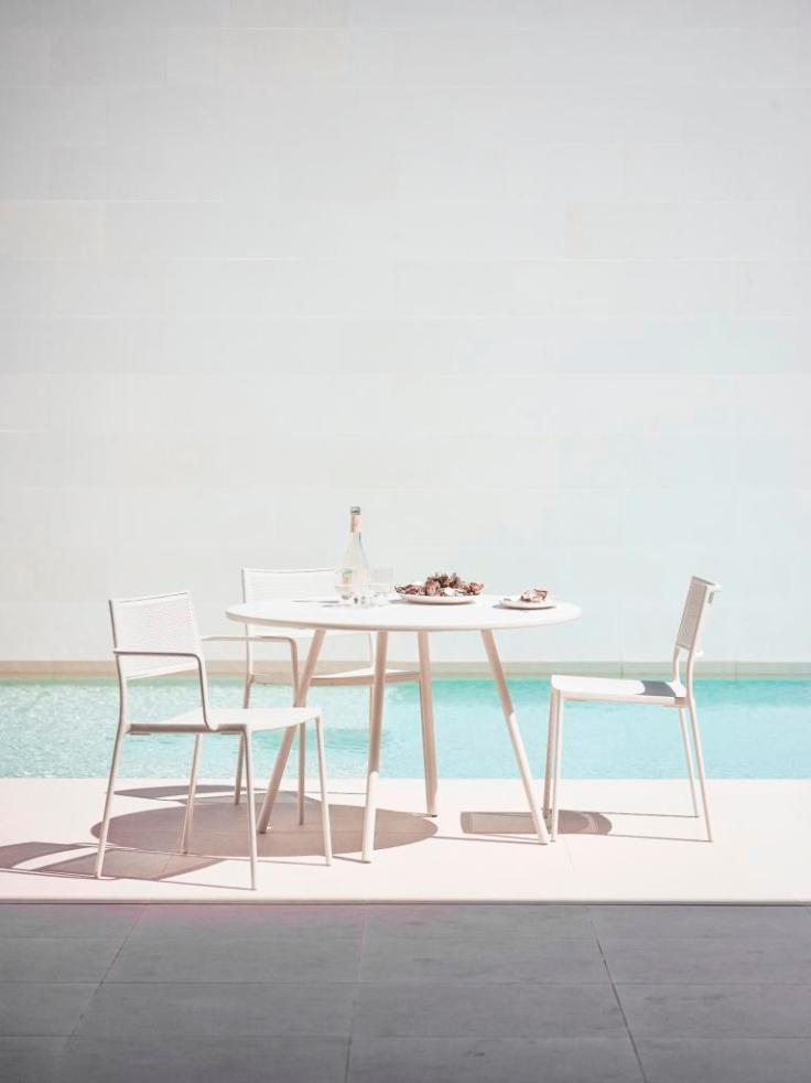 AREA Cane-line biały stół i krzesła LESS