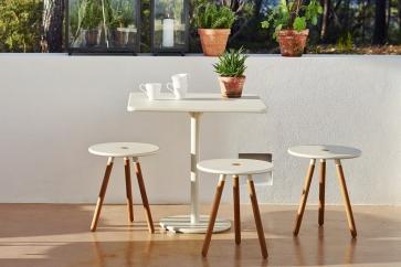 AREA Cane-line stołki i stół GO. Meble na balkon lub mały taras.