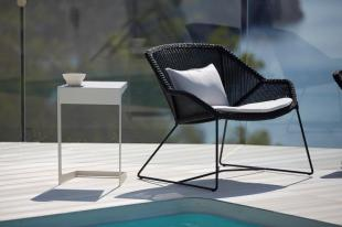 BREEZE Cane-line fotel i stolik TIME-OUT. Meble na balkon lub mały taras.