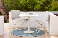 TRAVELLER Cane-line składane krzesła i stolik GO. Meble na balkon lub mały taras.