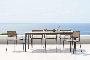 LESS DINING Cane-line krzesła ze stołem CORE