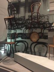 Krzesła gięte Thonet. Pinakoteka