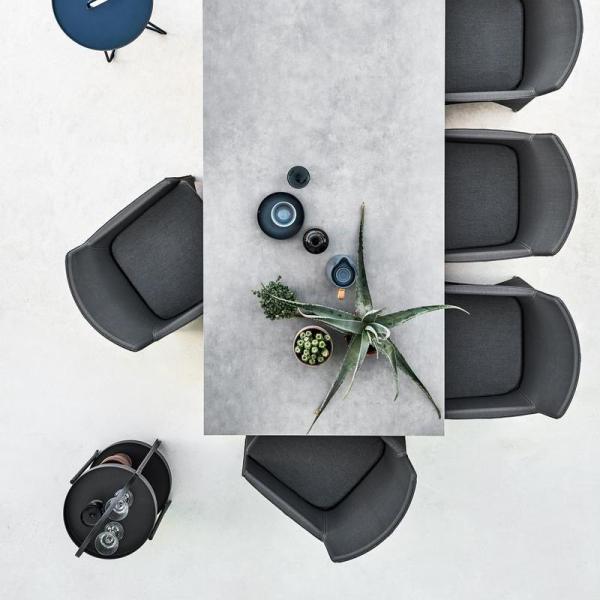 DIAMOND nowoczesne fotele w zestawie ze stołem PURE. Cane-line